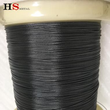 La corda in lega di memoria superelastica al nichel-titanio, composta da 7 fili ultra-sottili in nichel-titanio, ha una super elasticità. Buona plasticità e flessibilità, è il materiale degli accessori per attrezzi da pesca di fascia alta.